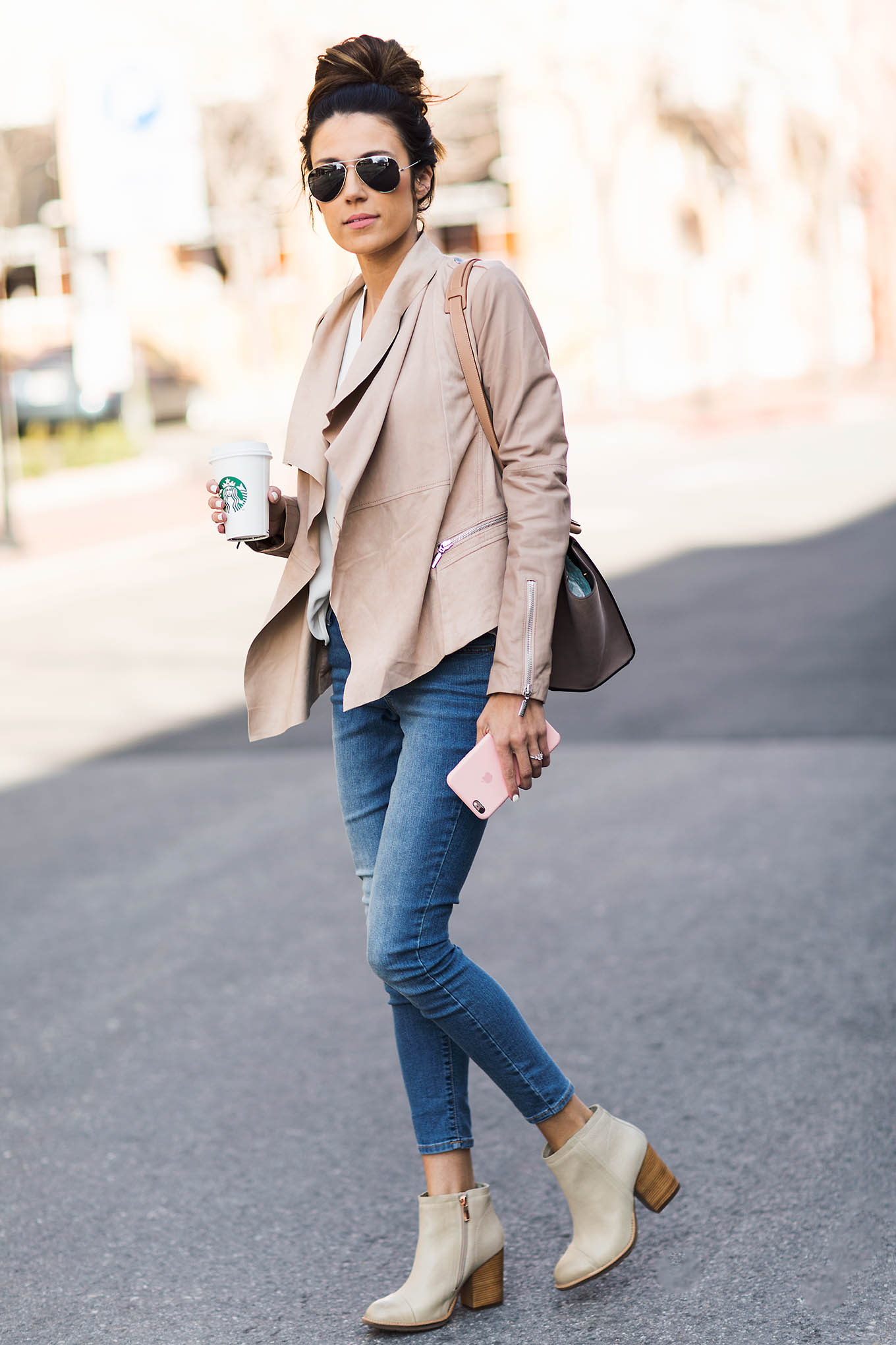 Wearing nude and neutral tones is top on our list of hot trends this spring! Not only will they always look elegant and smart, but neutral tones will also keep you looking fresh when worn with brighter colours like these jeans. Via Christine Andrew. Boots: Hushpuppies, Jacket: Nordstrom, Jeans: Old Navy.