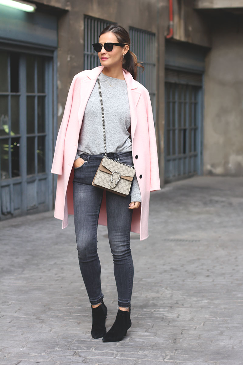 Get in the mood for spring by wearing pastel colours such as this lovely shade of blush pink worn on a overcoat by Silvia Garcia. Paired with jeans and ankle boots, this look is trendy and casual; perfect for an every day spring look. Coat/Jeans: Zara, Sweater: Blanco, Boots: Senso.