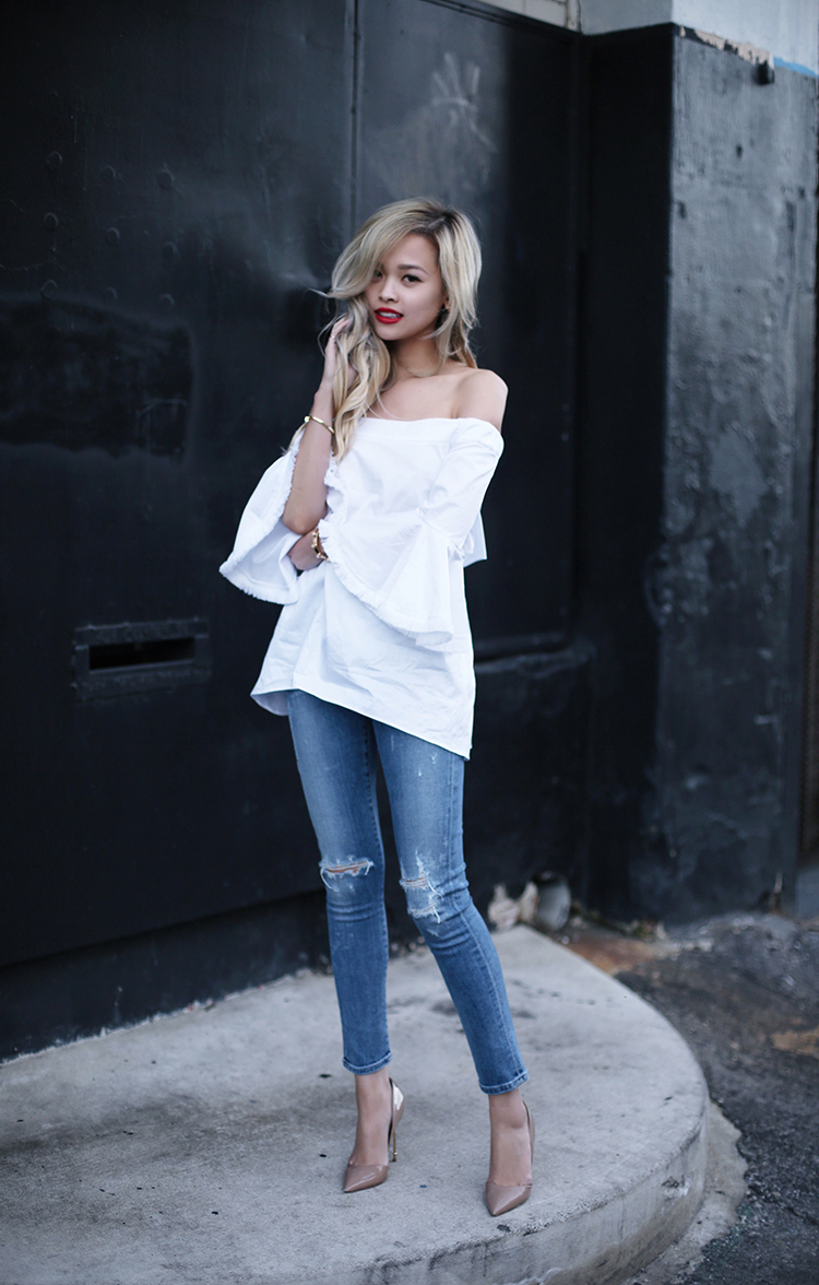 Distressed denim jeans are the way to go this spring! Lina Dinh has created an awesomely minimalistic style here by combining a pair of distressed jeans with an oversized white off the shoulder top. Top: Nicholas, Jeans: Citizens of Humanity, Bag: Loewe, Shoes: Kurt Geiger London.