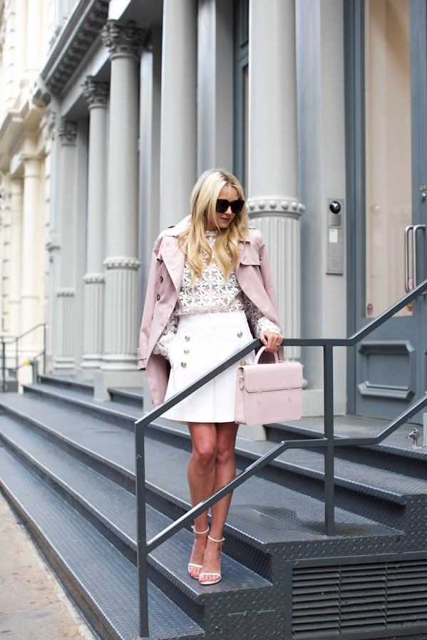 One of the best ways to get into the spring frame of mind is to freshen up the colours of your wardrobe! Pale pinks and light pastel tones are ideal for a pretty and refreshed spring vibe! Via Blair Eadie. Top: Self-Portrait, Skirt: No.21, Shoes: Stuart Weitzman, Trench: ASOS, Bag: Strathberry.