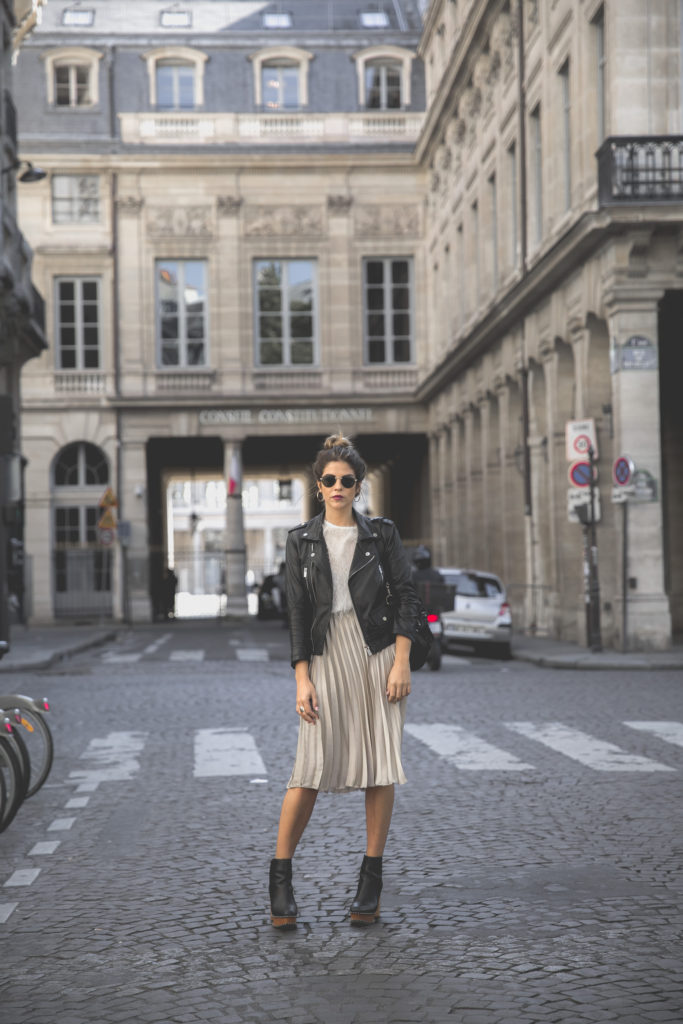 Natalia Cabezas is rocking this authentic rocker chick style, consisting of a pleated midi skirt, sheer blouse and a classic leather jacket. Try this look with Chelsea boots for a fresh fall style.   Outfit: Zara.