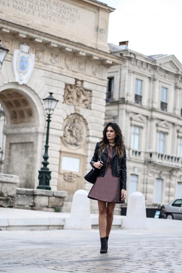 Federica L. has paired a leather jacket with this gorgeous mini dress to enhance the look and add a touch of edge to an otherwise conventional outfit. We love the contrast of the feminine dress and androgynous jacket! Outfit: Mango.