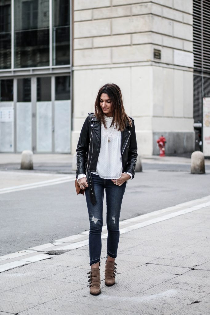 Federica L is cute and casual in this leather jacket style, which consists of distressed grey denim jeans, a white blouse, and a well fitted leather jacket with metallic detailing. Wear this style with a chunky scarf to add that wintery touch!  Outfit: Zara.