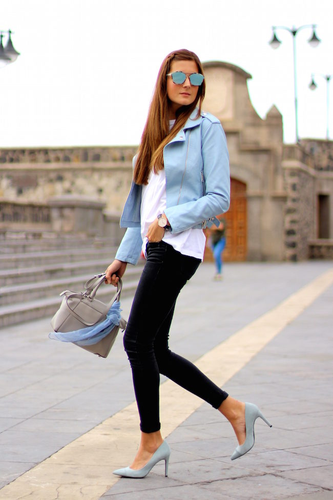 Pastel coloured leather is a must have this season! Worn with a pair of matching sky blue heels, this jacket looks fresh and funky, and adds a summery feel to this casual look. Via Marianela Hernández. Jacket: Shein, Jeans/T-Shirt/Heels: Zara, Bag: Michael Kors.