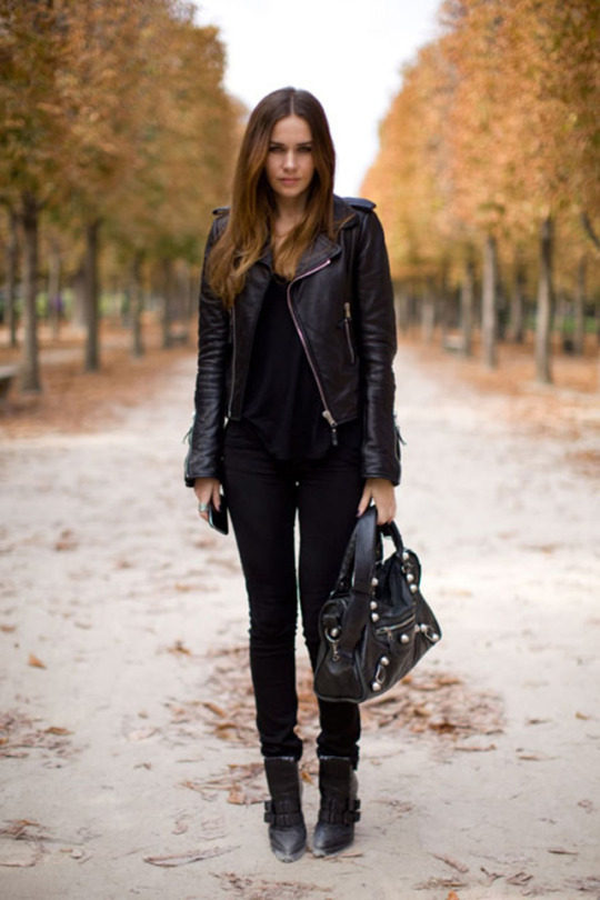 Rev Up Your Wardrobe With These Leather Jacket Outfits - Just The ...