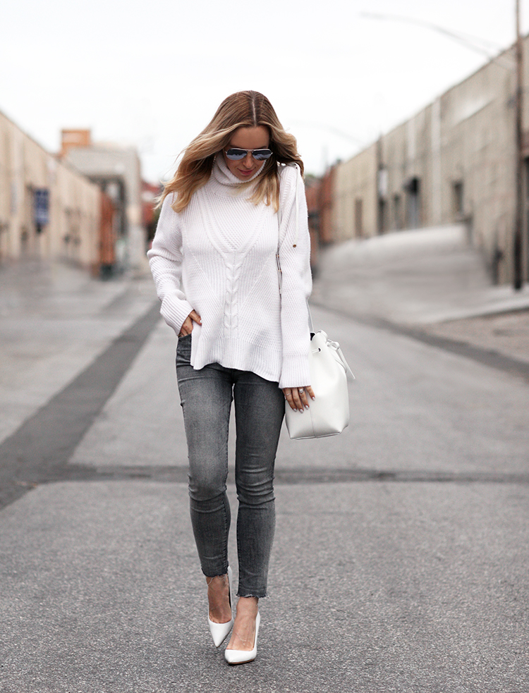 Why not bring back your winter knitwear and rejuvenate it as part of a cute spring outfit! Helena Glazer shows us that knit sweaters are a must have all year round in this super cute white turtleneck, worn over skinny black jeans with white heels for a classy finish.   Sweater: Premonition, Shoes: Manolo, Bag: Mansur Gavriel.