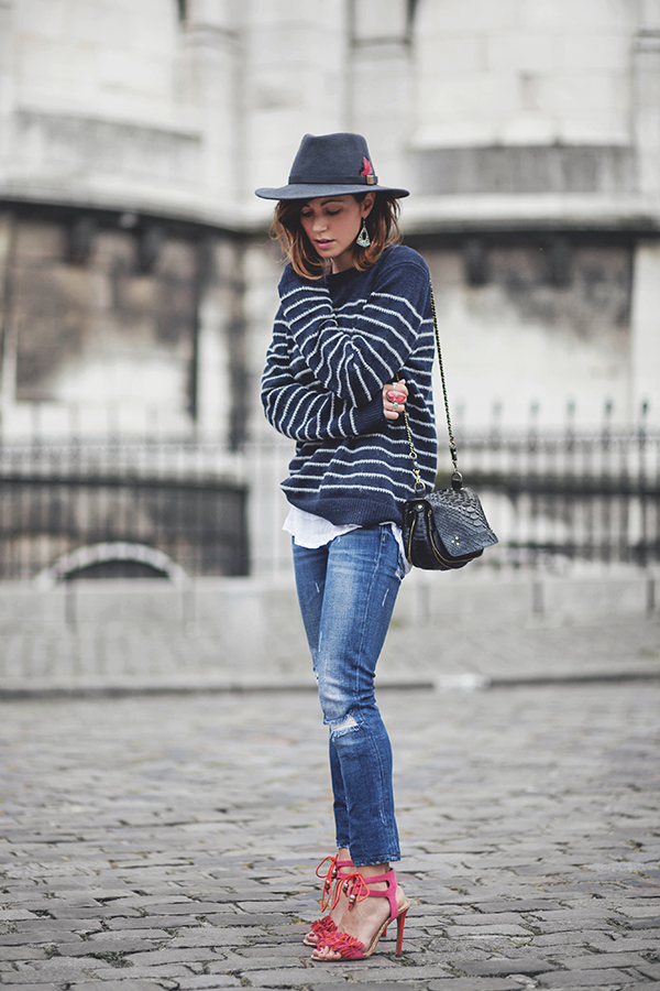 Horizontal stripes are the ultimate timeless trend! This gorgeous navy and white sweater is a perfect match to Zoé Alalouch's straight leg jeans and looks ultra retro combined with a wide brimmed fedora. Try a similar navy style this season for an easy spring look!   Jumper: IKKS, Jeans: Zara, Sandals: Kurt Geiger.