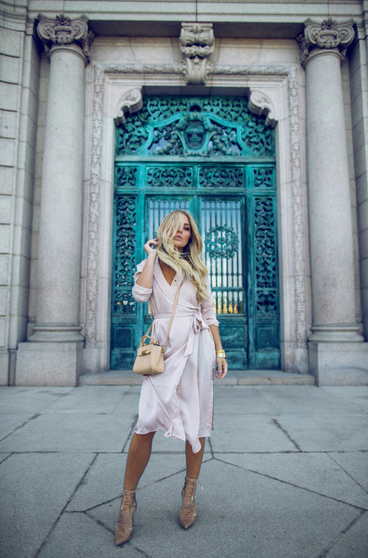 Angelica Blick looks absolutely stunning in this gorgeously feminine blush pink wrap dress, paired with neutral heels and a cute cross body mini bag. This look is beautifully simple, but perfect for more formal occasions this spring.   Dress: NLY, Shoes: River Island, Bag: Zac Posen.