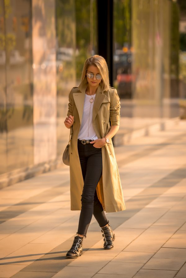 Laurie Ferraro has created an utterly sophisticated fall style by pairing this camel trench with a plain white tee, statement jewellery, and a pair of black jeans. We absolutely love this look! Cost: ASOS, Tee: Wildfox, Jeans: Mavi, Bag: Chloe 'Drew', Boots: Wittner.