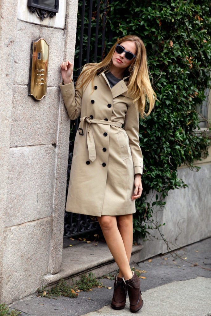 The beige trench coat is an utterly timeless piece, which will add endless glam to any outfit! Wear the look with heeled ankle boots and a pair of cute shades to steal Chiara Ferragni's super cute style.   Trench/Sunglasses: Burberry.
