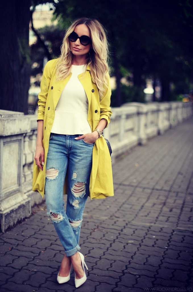 Dare to wear yellow this season like Silvia Postolatiev! Rocking the classic yellow trench, Silvia looks ready for any eventuality, rain or shine, all the while retaining an edgy spring style!   Jeans: Zara, Top: H&M, Trench: Social Plum.