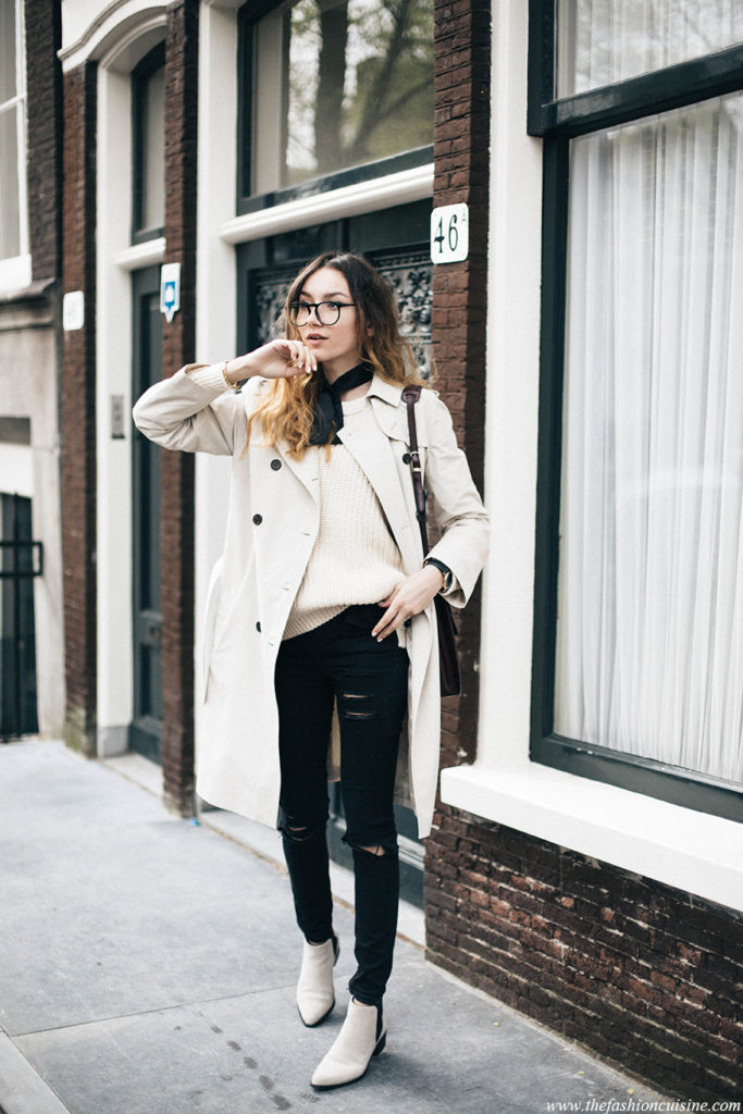 Beatrice Gutu is looking completely sophisticated in this monochrome style, consisting of ripped black jeans, a pair of gorgeous white Chelsea boots and a beautiful trench from Sarar. Trench coats are the ultimate way to add elegance to any look!  Trench: Sarar, Knit: Closed, Jeans: Asos, Boots: Selected Femme.