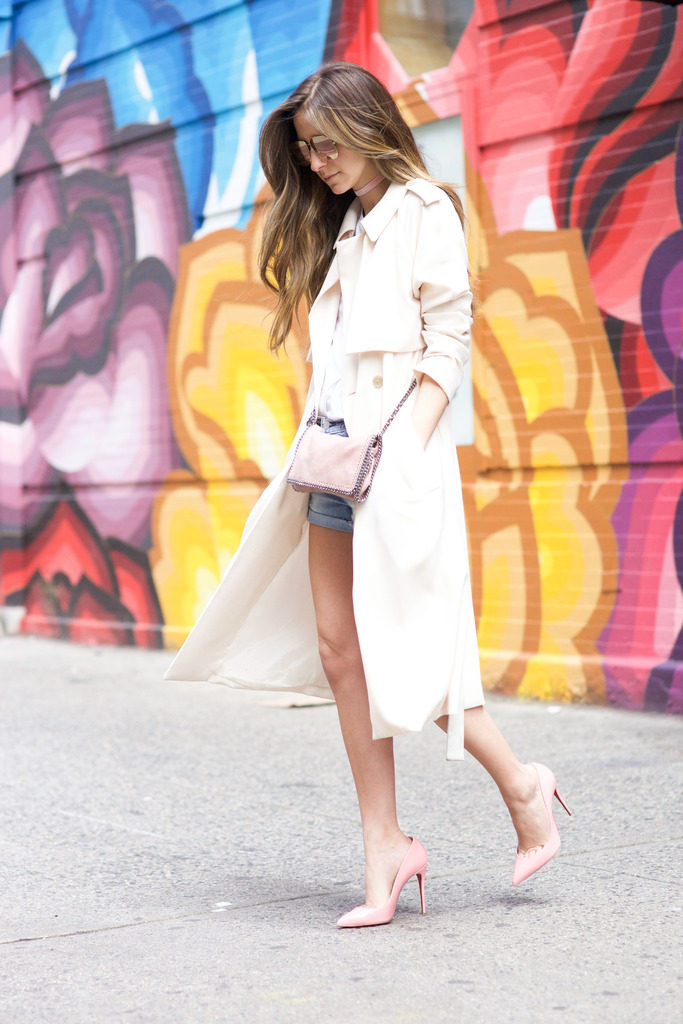 Arielle Nachami is looking ultra glamorous in this bright white trench, paired with a cute and summery outfit consisting of denim mini shorts and a simple white tee. Trench coats are completely adaptable and can be worn every season! Shorts: Levi's, Tee: Feel the Piece, Jacket: AYR, Shoes: Christian Louboutin, Bag: Stella McCartney.