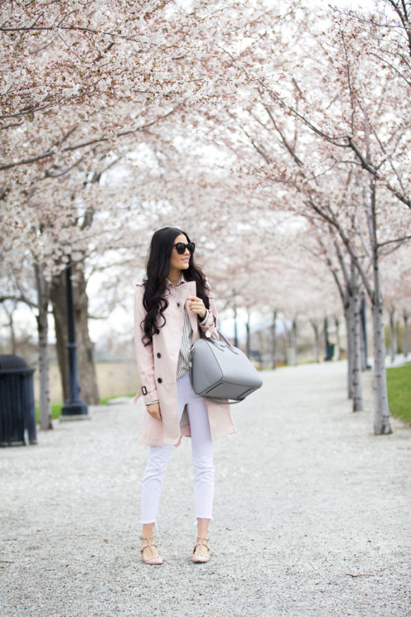 Rachel Parcell is absolutely rocking this beautiful spring look consisting of a blush pink trench, a striped shirt, white jeans and a pair of neutral flat sandals. You could alternatively dress this look up with a pair of heels if you were feeling adventurous! Coat: Coach, Top: Rag & Bone, Jeans: Joe's, Flats: Valentino, Glasses: Karen Walker, Bag: Givenchy.