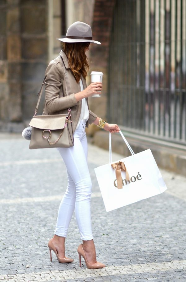Keep A Neutral Colour Scheme With White Jeans To Achieve Barbora Ondrackovas Elegant Summer Style