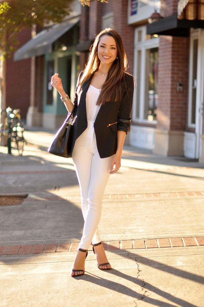 A black blazer will make the ultimate contrast to a pair of white jeans! Jessica R. is looking super cute in this smart but casual style, which she has chosen to wear with a pair of open sandals for a more seasonal look. Blazer: Sheinside, Top: Asos, Jeans: Pacsun, Bag: Prada, Heels: DailyLook.