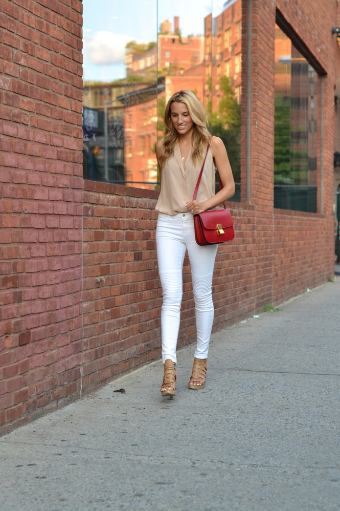 Neutral colours are perhaps the perfect match to a pair of white jeans. Lisa D Cahue looks sophisticated and elegant in a pair of skinny jeans, worn with tan colour gladiator heels and a nude plunge neck top.   Jeans: J Brand, Top: Jeunesse, Shoes: Rag & Bone, Bag: Celine.