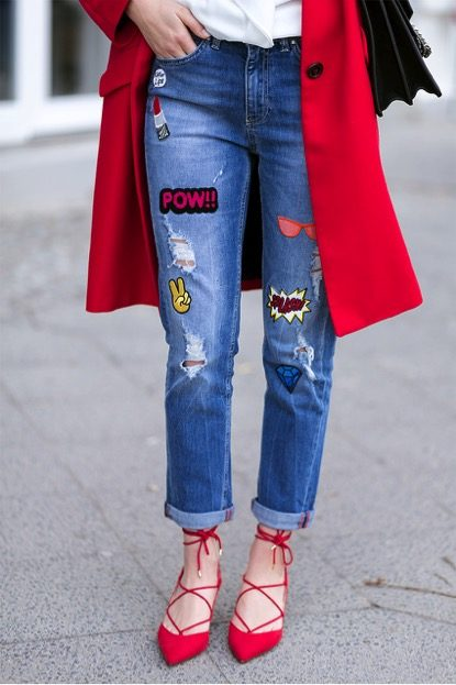Make a bold statement, like that of Valerie Husemann, and use patches to brighten up your look! We love vibrant the use of the red colour. Jeans: Edited, Jacket/Shoes: Mango