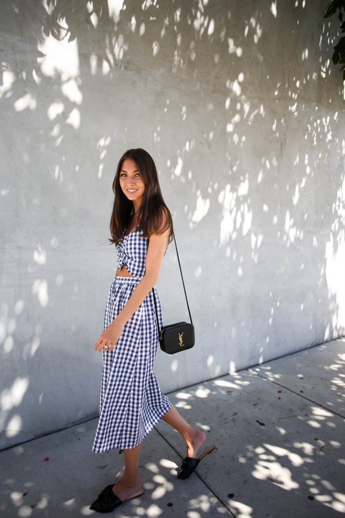 Felicia Åkerström is looking totally summer ready in this gorgeous gingham two piece dress from Zara. Try something like this with a pair of flats for an effortless summer style!  Dress/Sandals: Zara, Bag: YSL.