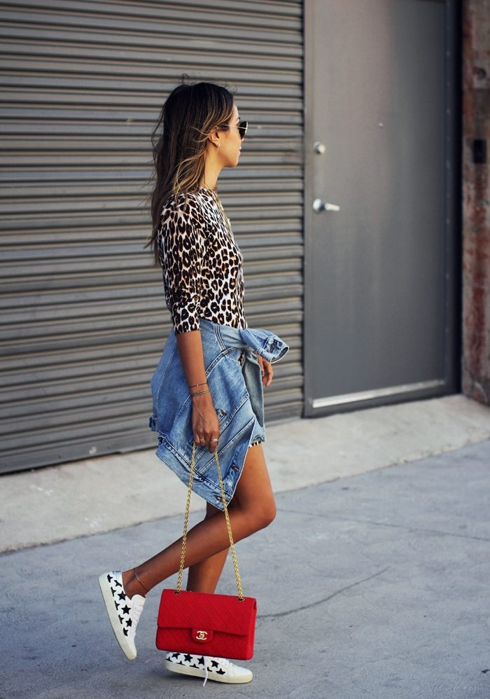 Julie Sarinana is absolutely rocking this vibrant patterned style, consisting of a leopard print dress, denim jacket, and super cute star printed sneakers. A look such as this is sure to make you the centre of style attention! Dress: Equipment, Sneakers: Saint Laurent, Jacket: Levi's, Bag: Chanel.
