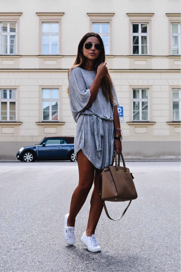 Consuelo Paloma looks ultra-summery in this casual number. The simple cotton t-shirt dress looks very relaxed and comfortable; paired with a simple tote bag and some sneakers, a great chilled look is created. Sneakers: Superga, Dress/Bag: Brands not specified.
