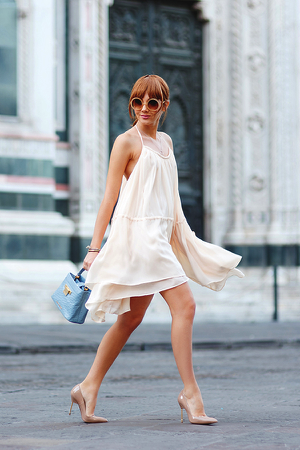 Larisa Costea opts for an ultra-chic summer look in this cute ruffled dress, with matching nude heels and a statement bag. This would be great for an evening occasion. Dress: Chicwish, Shoes: Kurt Geiger