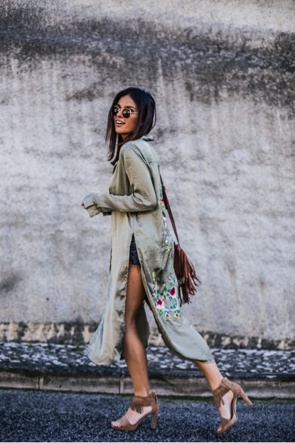 Mafalda Castro channels sophisticated bohemian vibes in this long green shirt. The embroidered flowers make for gorgeous detailing. Paired with some statement summer sandals, this look is great for an evening.   Sandals: Deichmann, Shirt: Brand not specified