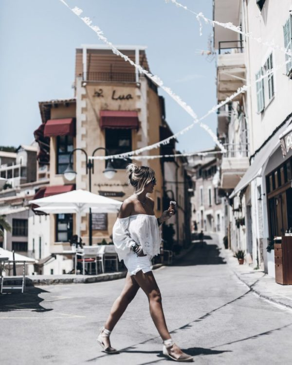 Jacqueline Mikuta looks coordinated and carefree in this white outfit. The white shorts look fab with the off-the-shoulder summer top, making for a flattering and fashionable look. Top: Zara, Shorts: Citizens of Humanity
