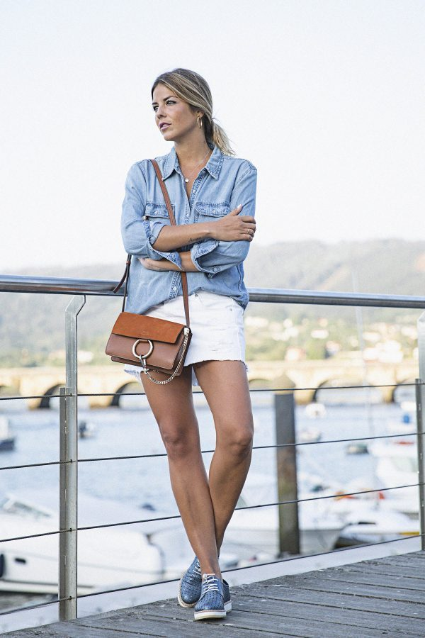 Natalia Cabezas channels chilled vibes in this summer outfit. The cool shades of blue are really complimentary, and look fab with the white mini skirt. Top: Mango, Skirt: Pull & Bear, Shoes: Alpe