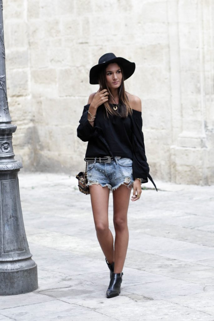 Federica looks super stylish in this off-the-shoulder black top look. We love the edgy, yet feminine feel of this outfit. We think the distressed shorts really make this the ultimate summer look.  Top: NA-KD, Shorts: Zara, Shoes: ASOS