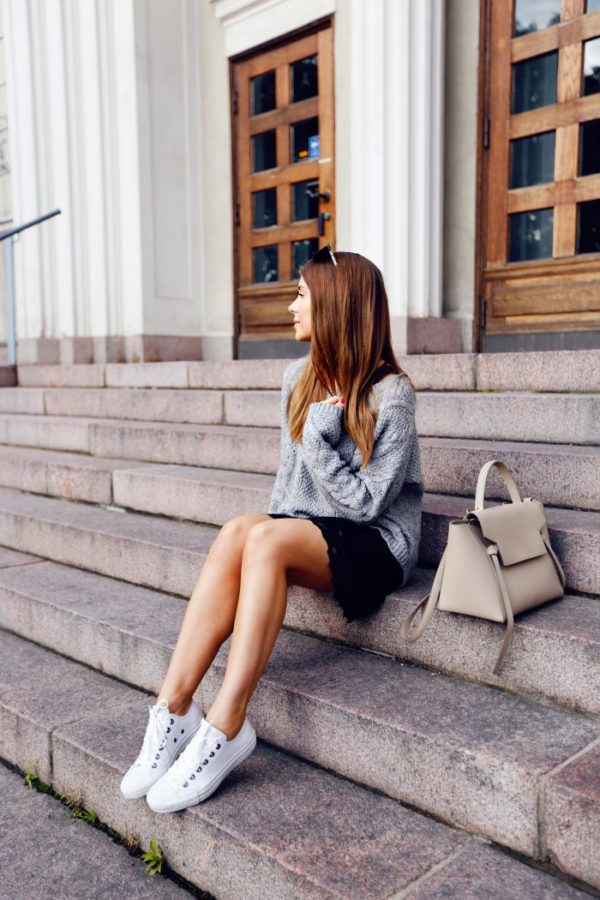 This preppy outfit looks great on Marianna Mäkelä. She polishes of the simple look with a Celine bag that would make any fashionista a little jealous. If you want to add a pop of color (or sparkle) to your look then get yourself a pair of statement shoes like the shiny ones seen on Tommy Hilfiger's runway. Sweater and Dress: KappAhl, Sneakers: Converse, Bag: Celine, Sunglasses: Mochino