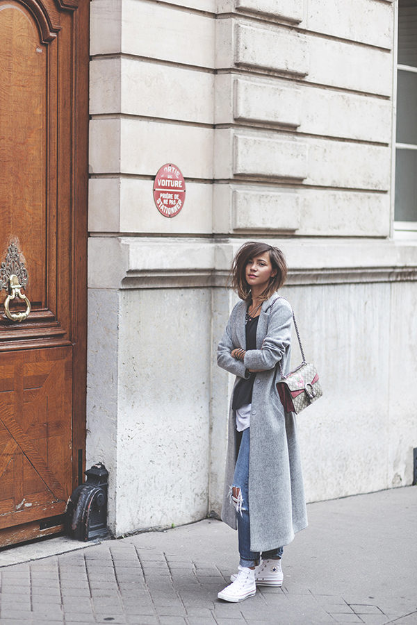 Zoé Alalouch has created a sophisticated street style here, in a sleek marl grey maxi coat worn attractively over a pair of distressed denim jeans and a dark tee. Pairing this look with white trainers increases the contrast and adds yet another dimension to the style. Jacket: New Look, Top: American Vintage, Jeans: Mango, Shoes: Converse.