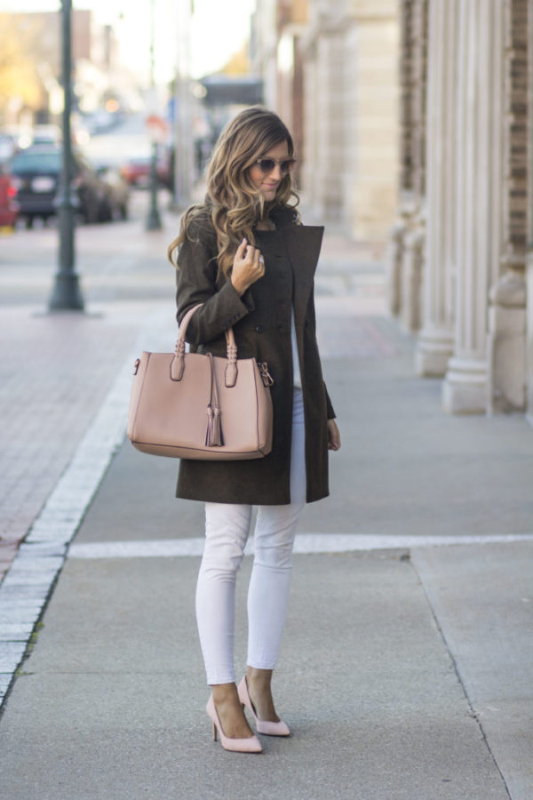 White jeans are adaptable and authentic, and will look great worn with a coat such as this! Pair this look with blush pink accessories to recreate Brenna's casual autumn style. Coat: Banana Republic, Sweater: Dynamite Clothing, Jeans: Express.