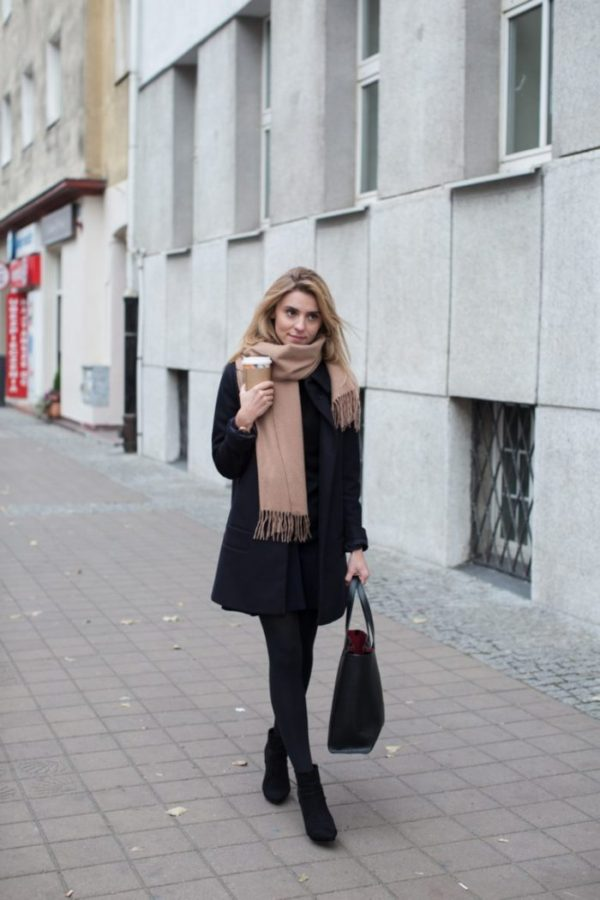 It's officially scarf season! Katarzyna Tusk look cosy, casual, and sophisticated in a fringed scarf from COS, paired with a coat and Chelsea boots. Wear this look for any occasion, it is completely adaptable. Coat/Scarf: COS, Sweater: MLE Collection, Skirt/Shoes: Zara, Bag: Armani.