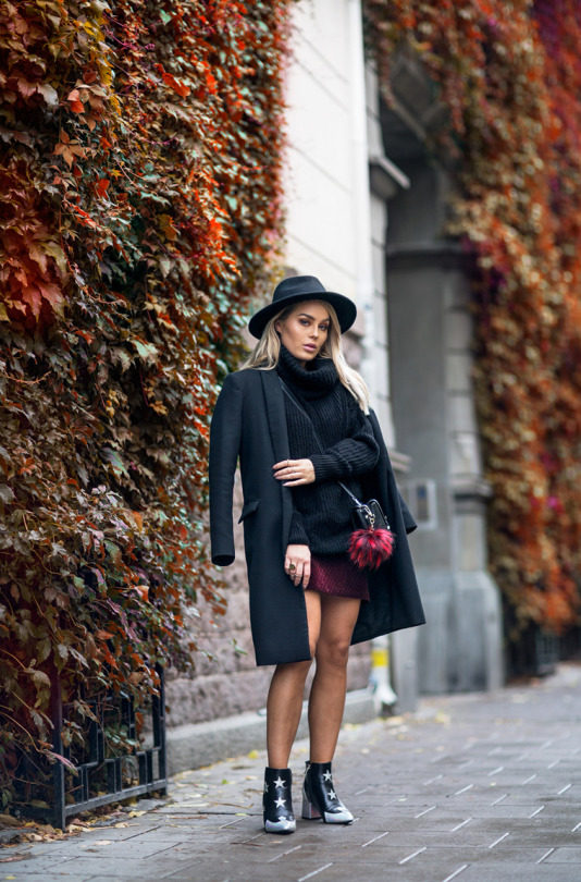Angelica Blick is cool and alternative in this semi-androgynous style consisting of an oversized blazer and fedora, worn with a chunky knit polo sweater and a cute pair of star print booties. Trying a style like this is a great way to be original this fall! Skirt: New Look, Shoes: Asos, Bag: Zara.