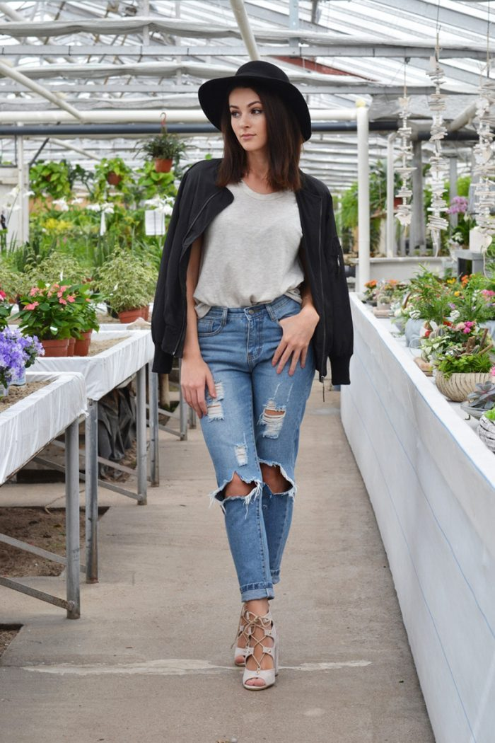 Mary Josie wears her high waisted jeans with a plain tee and dark bomber jacket to create a style that is both comfortable and casual. The hat and pair of skin-toned heeled sandals are both sassy and cool. Jeans:Choies.com, Bomber jacket: Choies.com, Hat: H&M, Top: ZARA, Bracelet & Other Stories Shoes: Public Desire