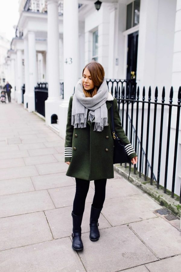 Marianna Mäkelä is rocking the military trend in a double breasted khaki coat, with striped detailing on the sleeves. Wear a similar style with skinny jeans or black leggings to capture Marianna's authentic winter look! Coat: Hilfiger, Boots: Primeboots, Bag: Céline, Scarf: BeckSöndergaard.