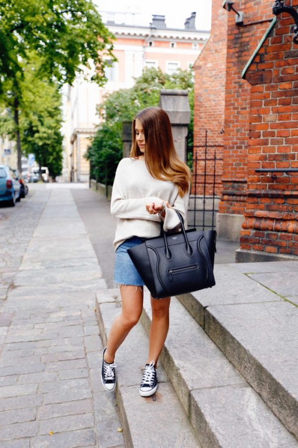 Looking for an alternative style to jeans? Why not try a denim mini skirt, like this one worn by Marianna Mäkelä. Paired with converse and a sweater, this skirt is cute and casual. We recommend you give this look a go! Sweater: Theory, Skirt: Urban Outfitters, Shoes: Converse, Bag: Céline.