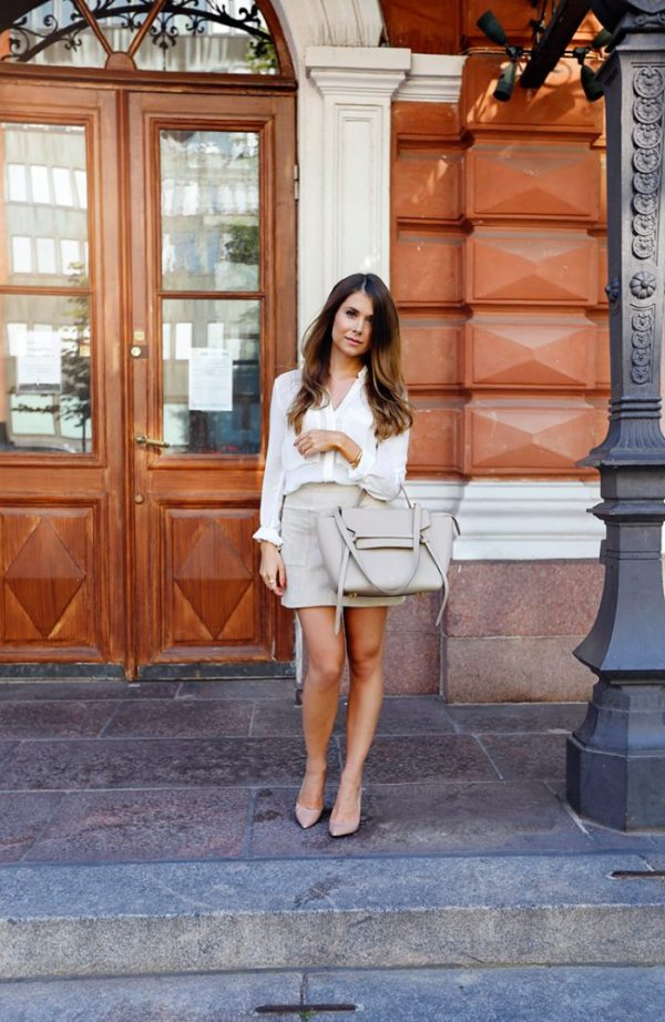 It's hard to believe that a mini skirt, with it's history in the 1960s, could be so sophisticated, but that's exactly what Marianna Mäkelä has captured here. With a refined take on mini skirt outfits, Marianna shifts her style into neutral for a professional look. Mini skirt: Mango, Top: Zara, Shoes: Roberto Festa, Purse: Celine