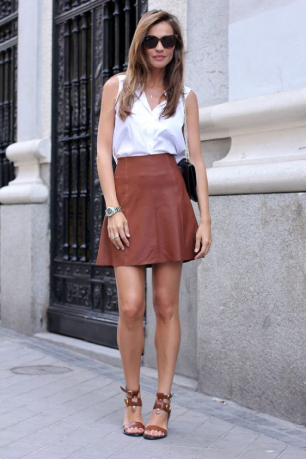 Silvia Zamora shows that not all mini skirts are created to hug the thighs in this gently flared Zara mini skirt. Paired with a tucked in top and some killer matching heels, consider this mini outfit a polished and pretty style. Mini skirt: Zara, Top: Zara, Shoes: Zara, Purse: Valentino, Sunglasses: Fendi