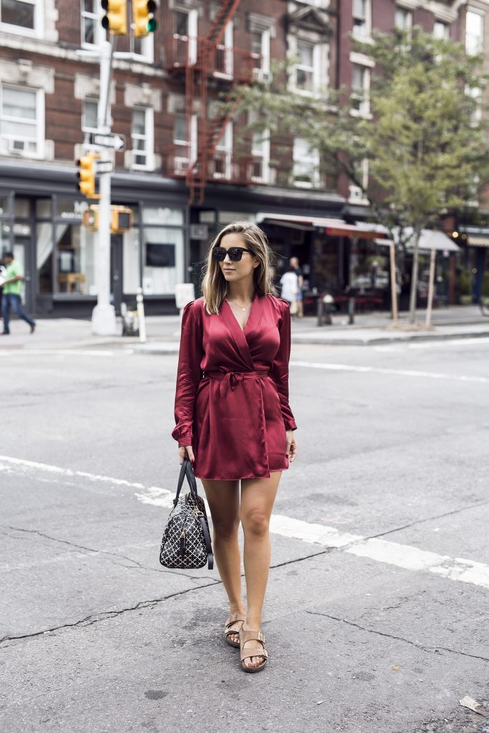 Emilie Tømmerberg has got it all in this gorgeous crimson dress, paired with simple sandals and a pair of shades. This look needs no accessorising, the beautiful silk dress is enough for us to love it! Brands not specified.