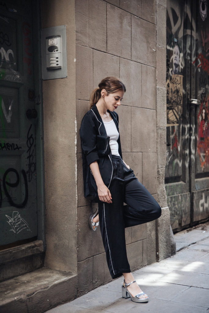 Saray Martín teams her co-ord pyjamas with metallic strappy sandals and a slick ponytail. Accessorizing with a leather clutch bag and a red lip, we love this perfect 'I just threw this on' look.  All items: Bershka