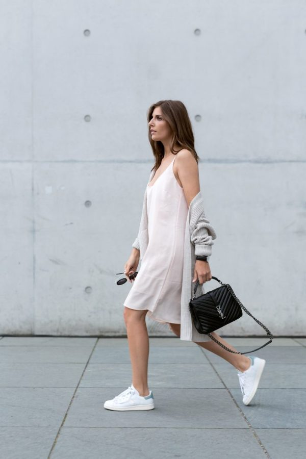 Make yourself comfortable in your slip dress like Valerie Husemann and put on those sneakers. Knit Jacket: Asos , Slip Dress: Vila, Shoes: Adidas, Bag: Saint Laurent