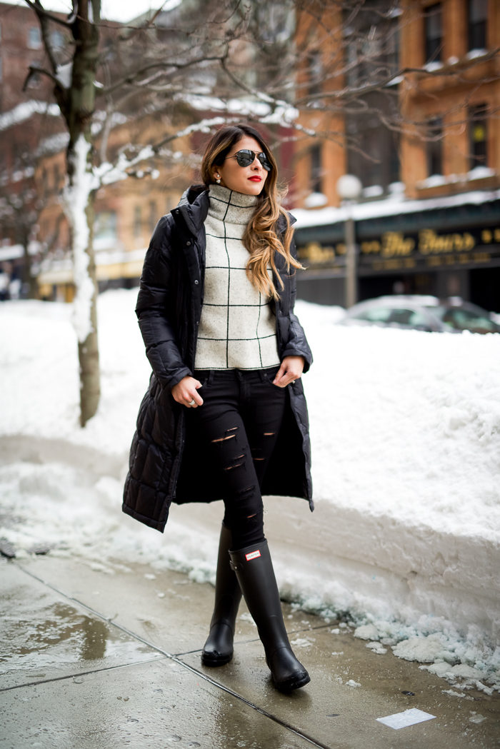 Pam Hetlinger's monochrome look is stunning. We love the ripped jeans detail, keeping the whole outfit dressed down and fashion forward. Sweater: Sheinside, Jeans: DSTLD, Boots: Hunter, Parka: North Face, Sunglases: Ray-Ban