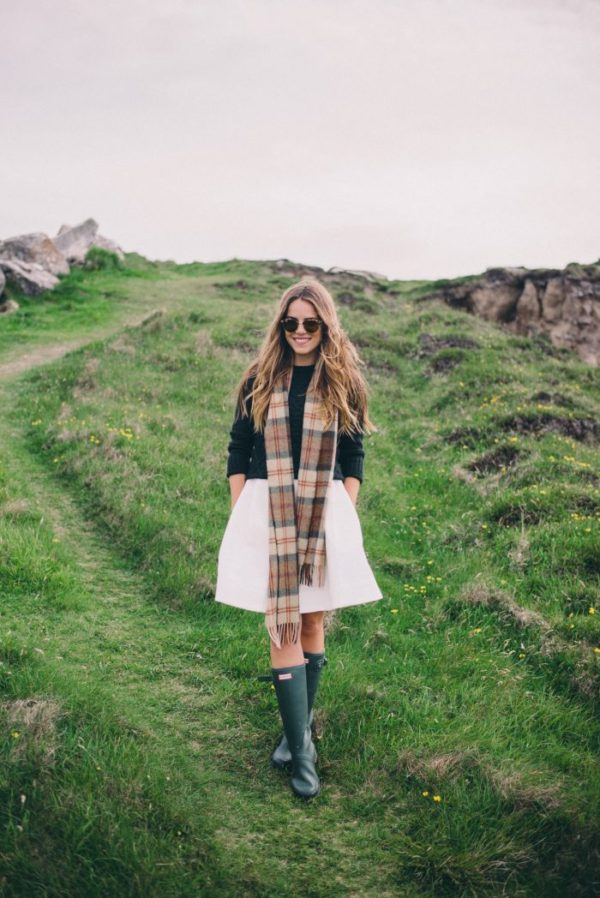 Trendiest outfit we've seen in the country! Julia Engel works the A line skirt and Hunter Boots look in style. The plaid scarf, textured hair and sunglasses is a nice touch, exuding country coolness. Dress: Serena & Lily, Sweater: Dubarry, Boots: Hunter: Scarf: Kevin & Howlin, Sunglases: Ray-Ban