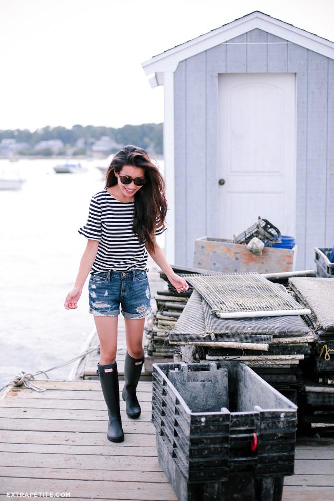 A twist on the Hunter Boots and shorts combination, Jean Wang's frayed cut offs and tortoiseshell sunglasses is a look we're definitely a fan of.  Top: J.Crew, Shorts: AOS, Boots: Hunter, Sunnies: TOMS