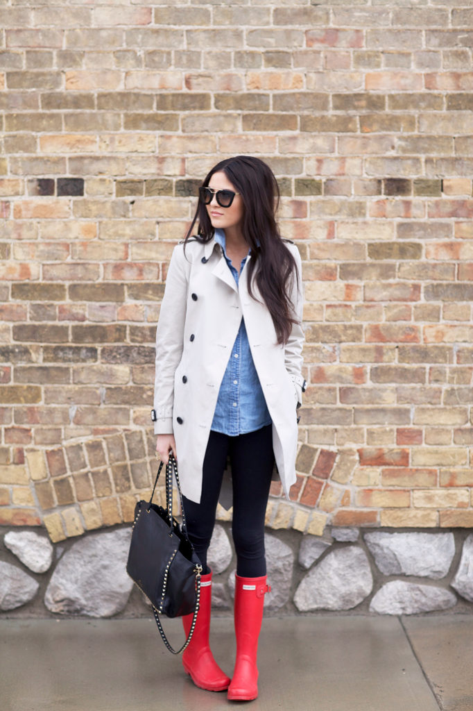 Rach Parcell brightens up her look with these red Hunter Boots which offset her trench, denim and leggings combo. Perfect for a casual day out shopping.  Trench: Burberry, Top: J.Crew, Leggings: Lululemon, Boots: Hunter, Bag: Valentino, Glasses: Prada, Lips: Liner-Boldly Bare by MAC, Lipstick-Madere by NARS, Lipsgloss-Turkish Delight by NARS