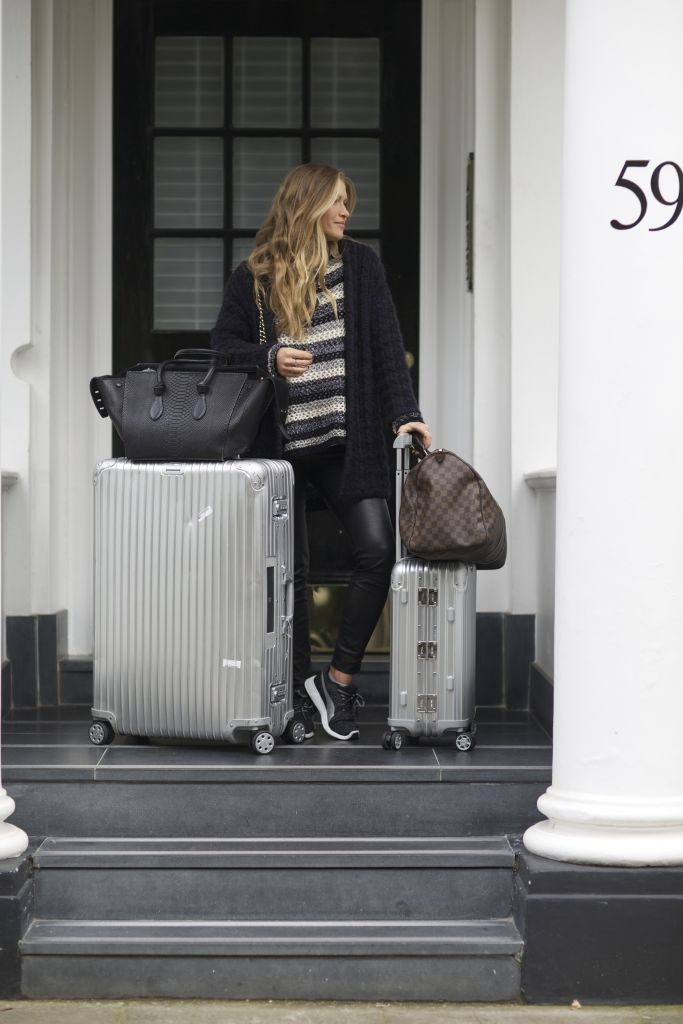 Maja Malnar has mastered the art of travel style, in a cute and cosy knitwear outfit consisting of top and cardigan, paired with leather leggings and sneakers. A Louis Vuitton travel bag is also a must have for the fashion traveller! Brands not specified.