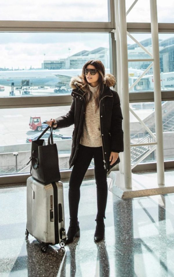 Pam Hetlinger is killing this classic travel style, consisting of skinny jeans, a knit sweater and a thick black puffer jacket. With minimalist luggage and a pair of shades, this look is perfect regardless of where you're jetting off to! Coat: Marla, Jumper: Nordstrom.