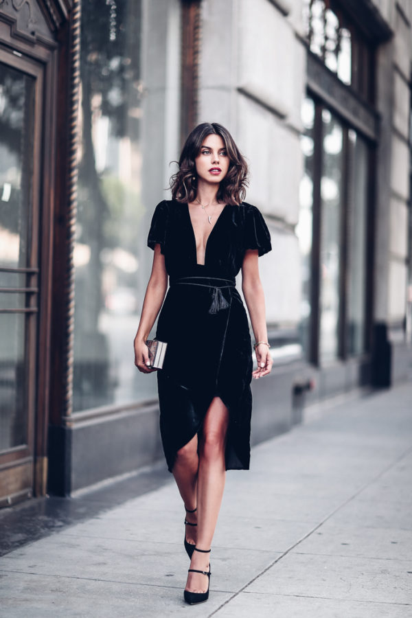 Annabelle Fleur is absolutely gorgeous in this stunning velvet dress! Wear this style with heels and a clutch to get this stripped back, authentic aesthetic. We love it! Dress: Express.